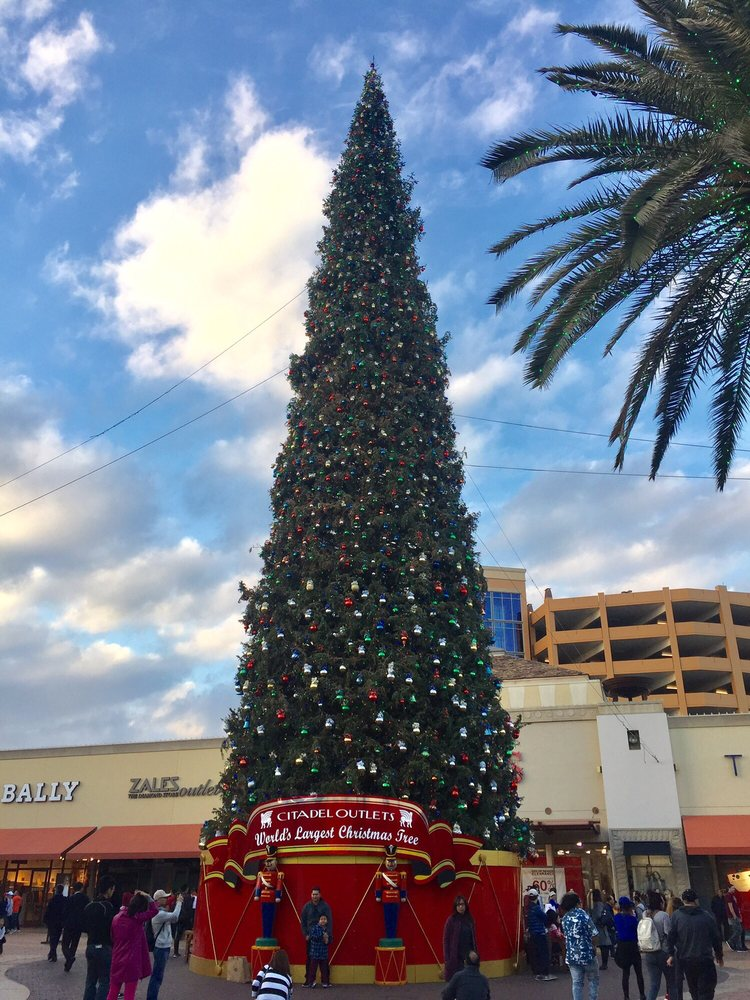 photo of citadel outlets los angeles ca united states worlds largest christmas - Largest Christmas Tree