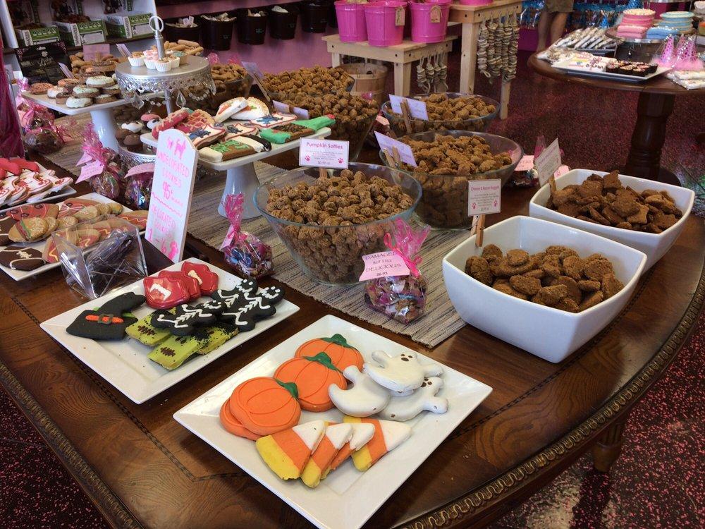 Woof Gang Bakery & Grooming Waterford Lakes: 308 N Alafaya Trl, Orlando, FL