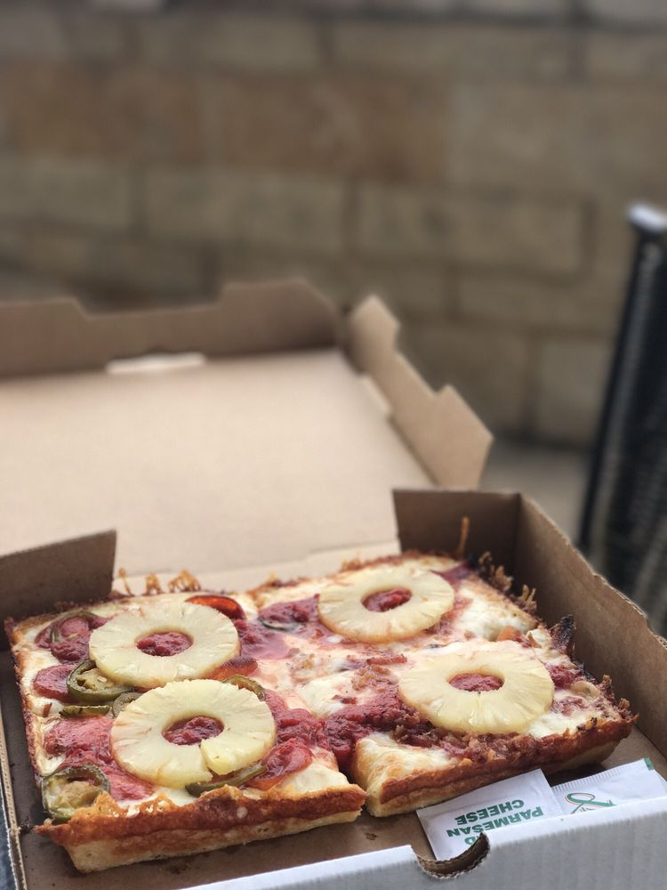 Via 313 Pizza - North Campus