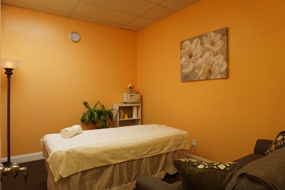 Awesome Massage: 119 S Hurstbourne Pkwy, Louisville, KY