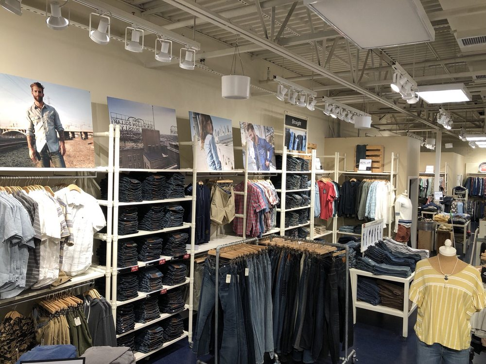 Lucky Brand Outlet Store  2774 Livermore Outlets Dr, Livermore, CA 8dd8b91ac9