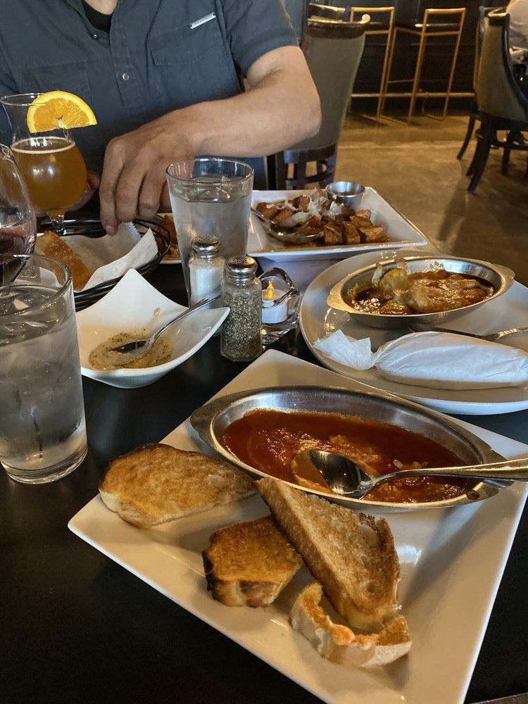 La Parra Restaurant & Bar: 6710 Cermak Rd, Berwyn, IL