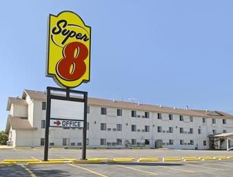 Super 8 by Wyndham Great Falls MT: 1214 13th St S, Great Falls, MT