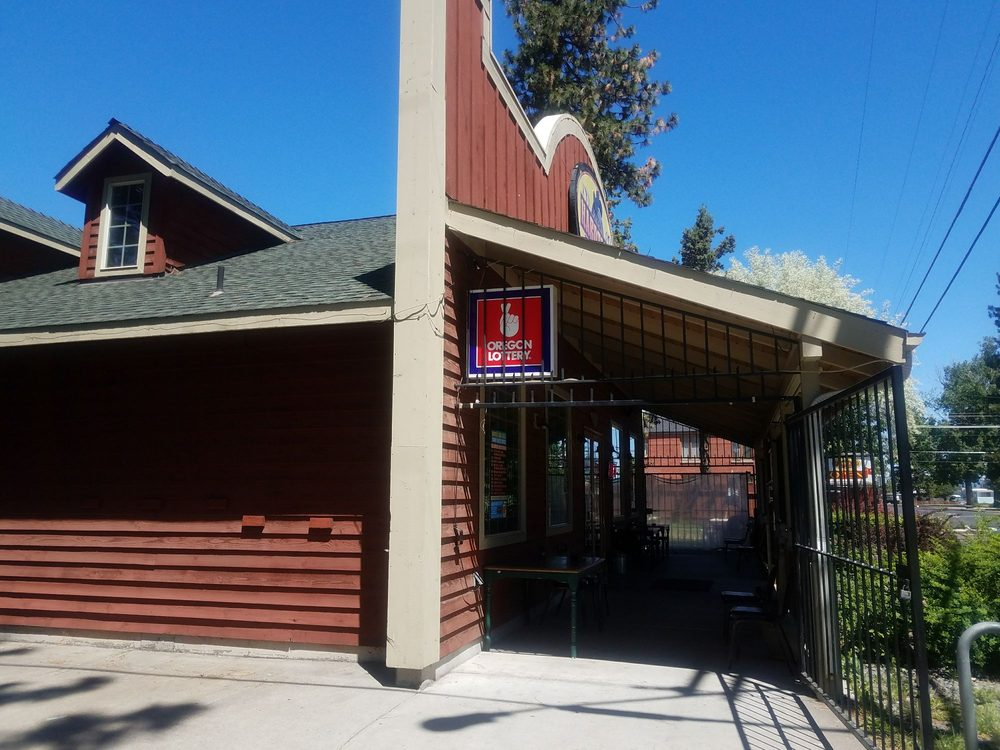 Hardtails Bar & Grill: 175 N Larch St, Sisters, OR