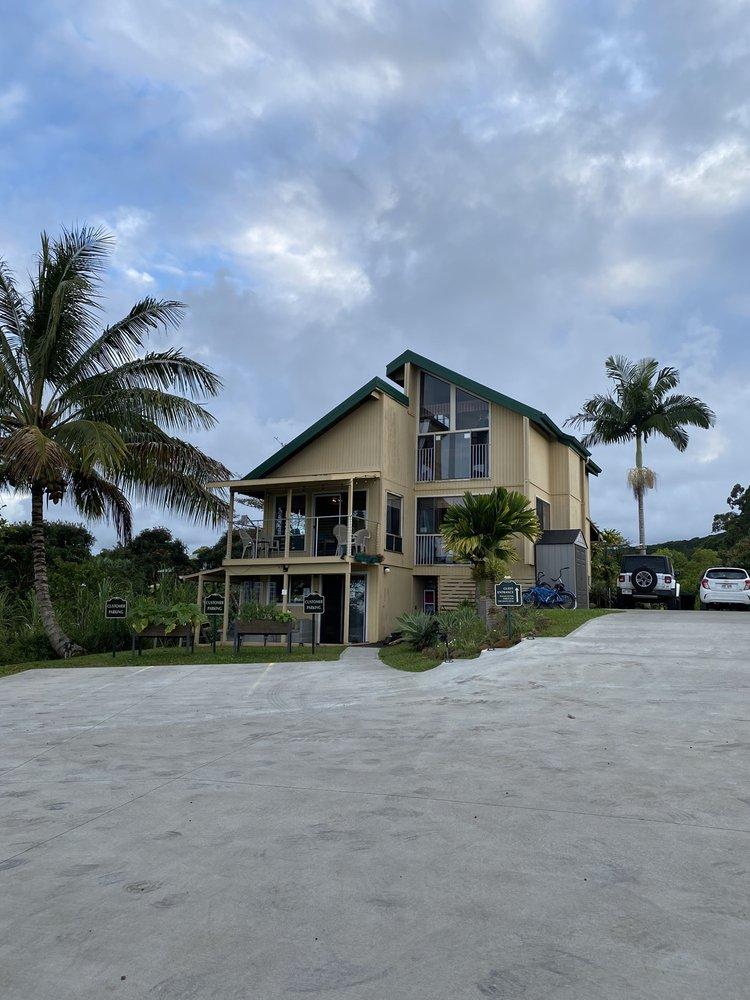 Hamakua Guesthouse and Camping Cabanas: 28-1435 Old Mamalahoa Hwy, Pepeekeo, HI
