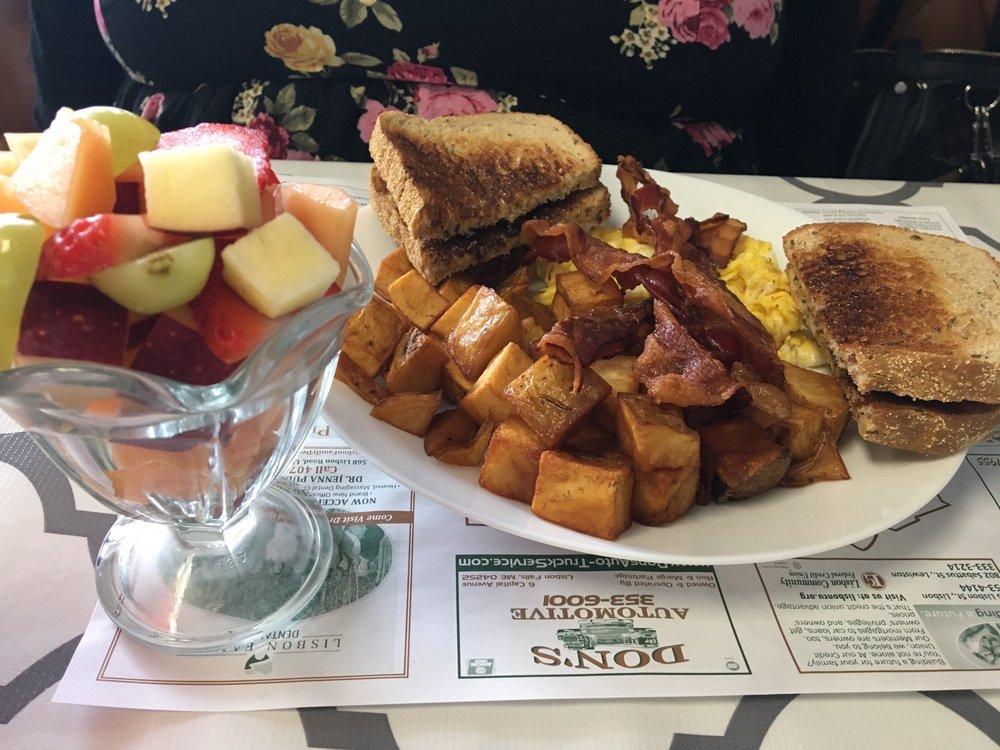 Chummys Diner: 580 Lisbon St, Lisbon, ME