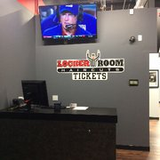 Locker Room Haircuts Men S Hair Salons 4400 Midland Dr