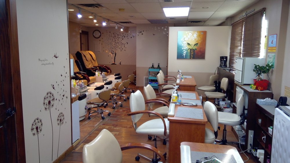 R & R Nail Shop: 115 W Montgomery Ave, North Wales, PA