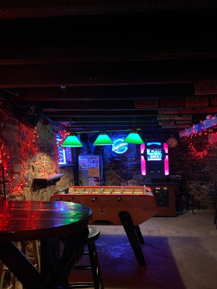 Lula's a Pub: 138 S Front St, Wilmington, NC