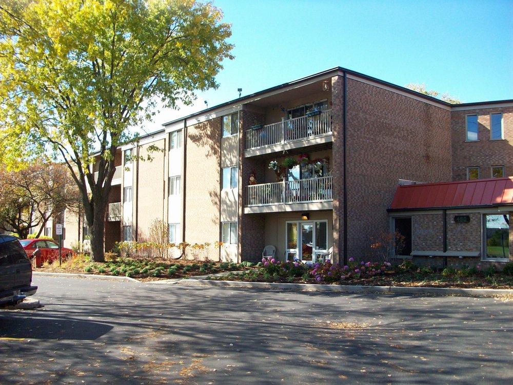 The Eagles Apartments: 480 Eagle Dr, Elk Grove Village, IL