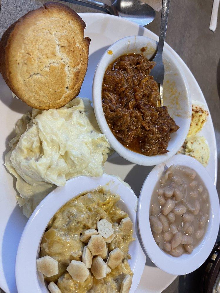 White Columns Restaurant: 200 Industrial Blvd, Ellijay, GA