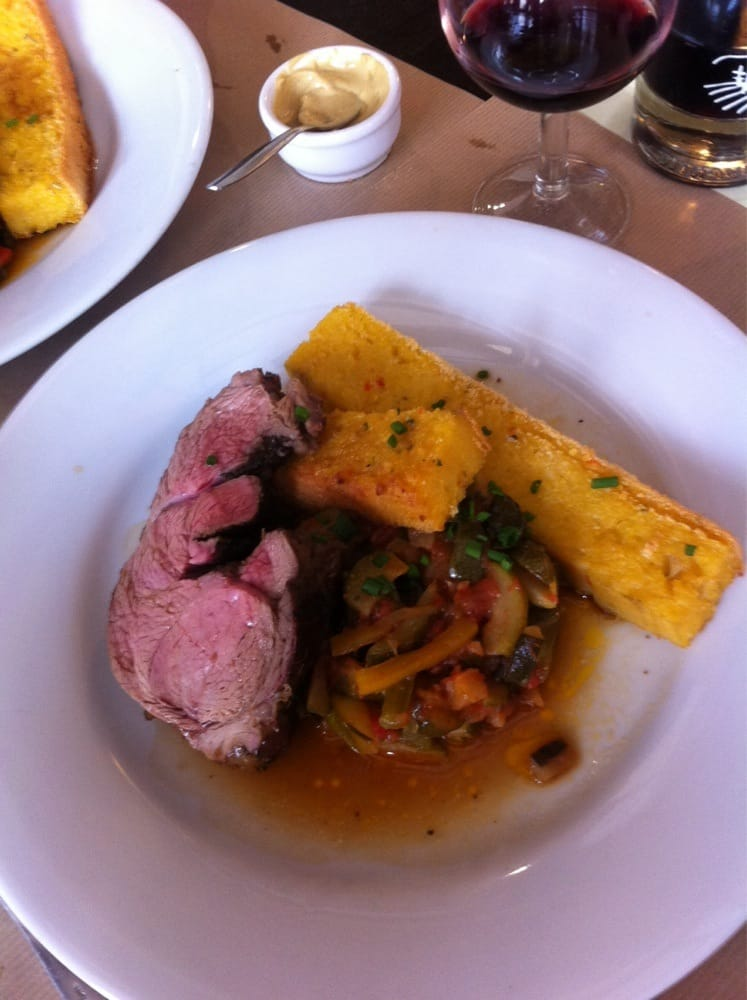 Gigot agneau rôti aux herbes avec polenta provençale et ...