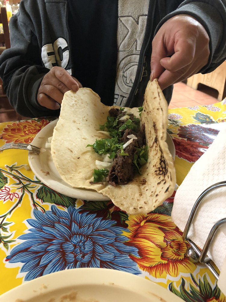 La Carreta Mexican Restaurant: 112 W Pierce St, Luling, TX