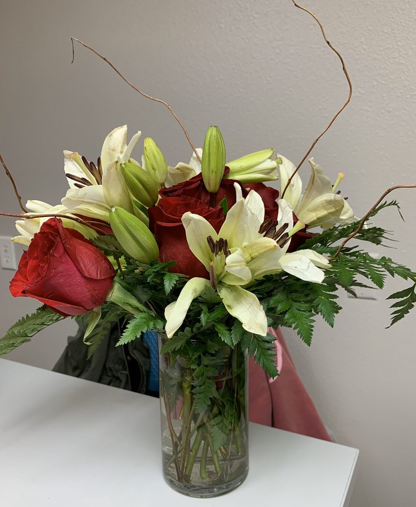 Bliss Floral: 751 7th St, Cushing, TX