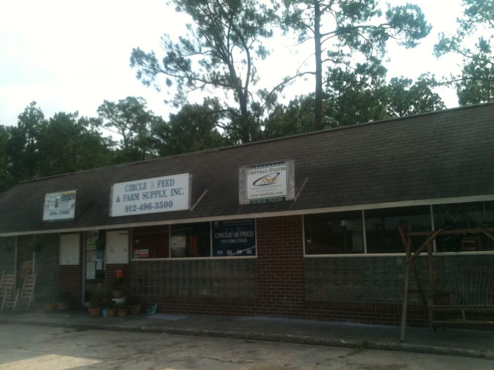 Circle A Feed & Farm Supply: 5042 2nd St S, Folkston, GA