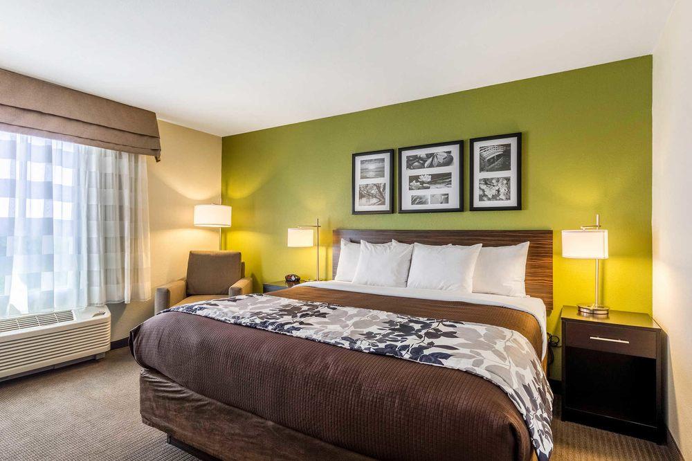 Sleep Inn & Suites Jourdanton - Pleasanton: 1800 Hwy 97 E, Jourdanton, TX