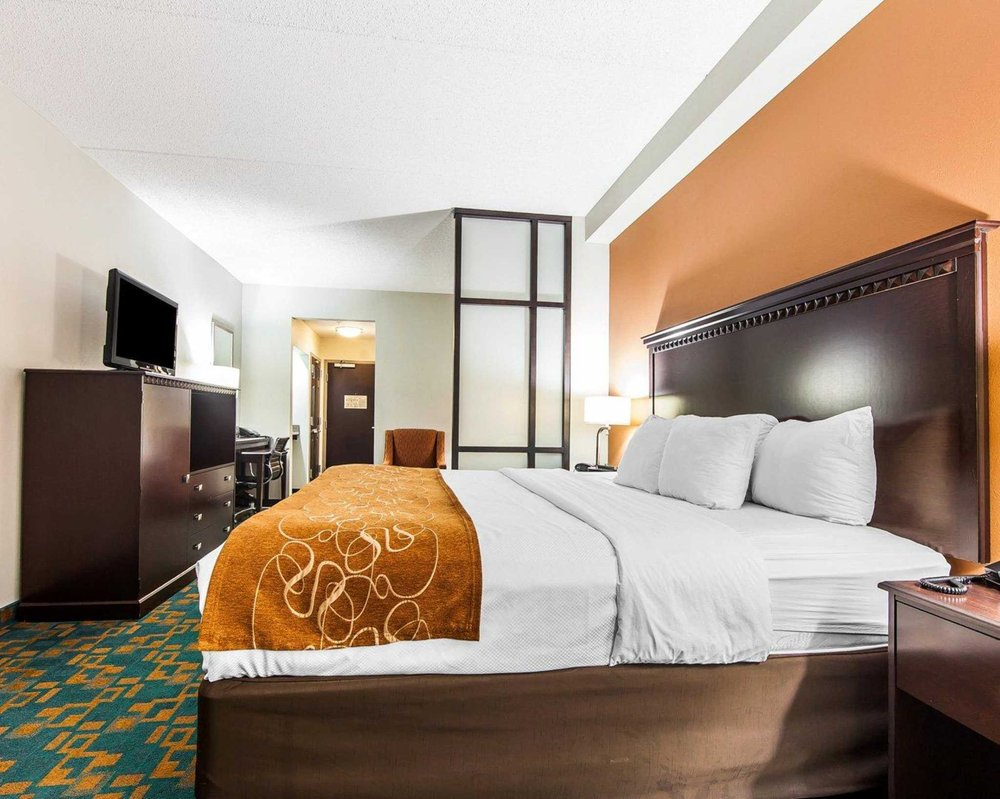Comfort Suites Knoxville West - Farragut: 811 N Campbell Station Rd, Knoxville, TN