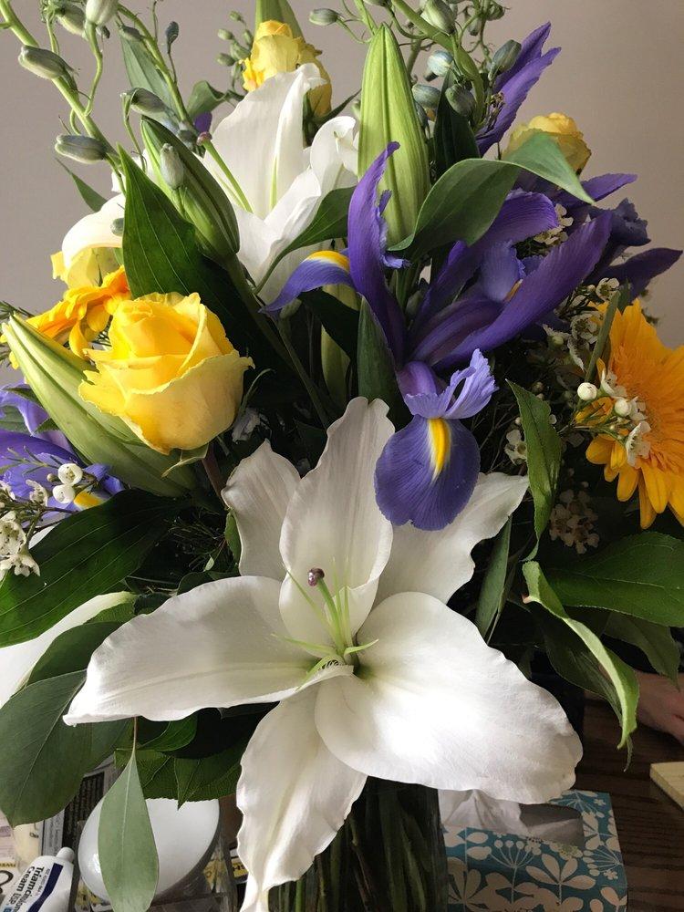 Paradise Flower Market: 27329 Chagrin Blvd, Beachwood, OH