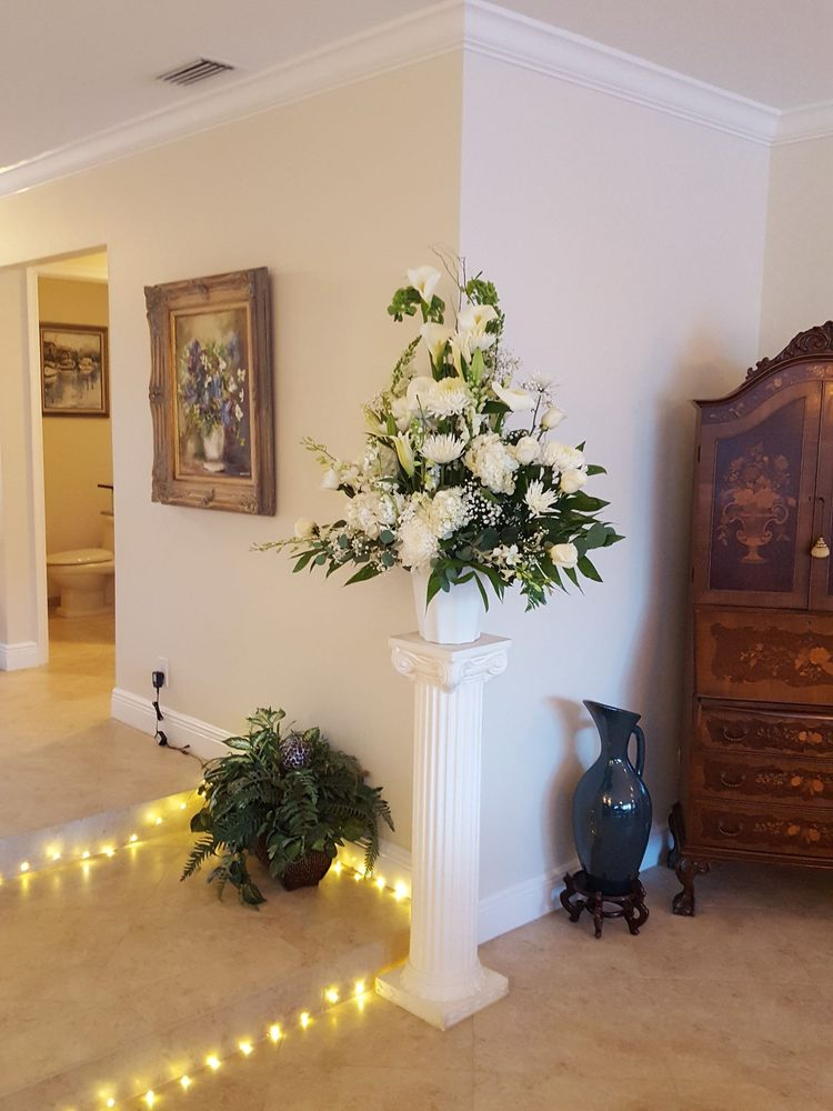 La Bella Rosa Florist: 4620 N Federal Hwy, Lighthouse Point, FL