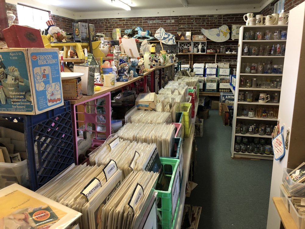 Berkeley Springs Antique Mall: 7 Fairfax St, Berkeley Springs, WV
