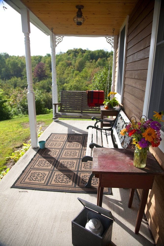 Farmhouse front porch swing yelp for Farmhouse porch swing