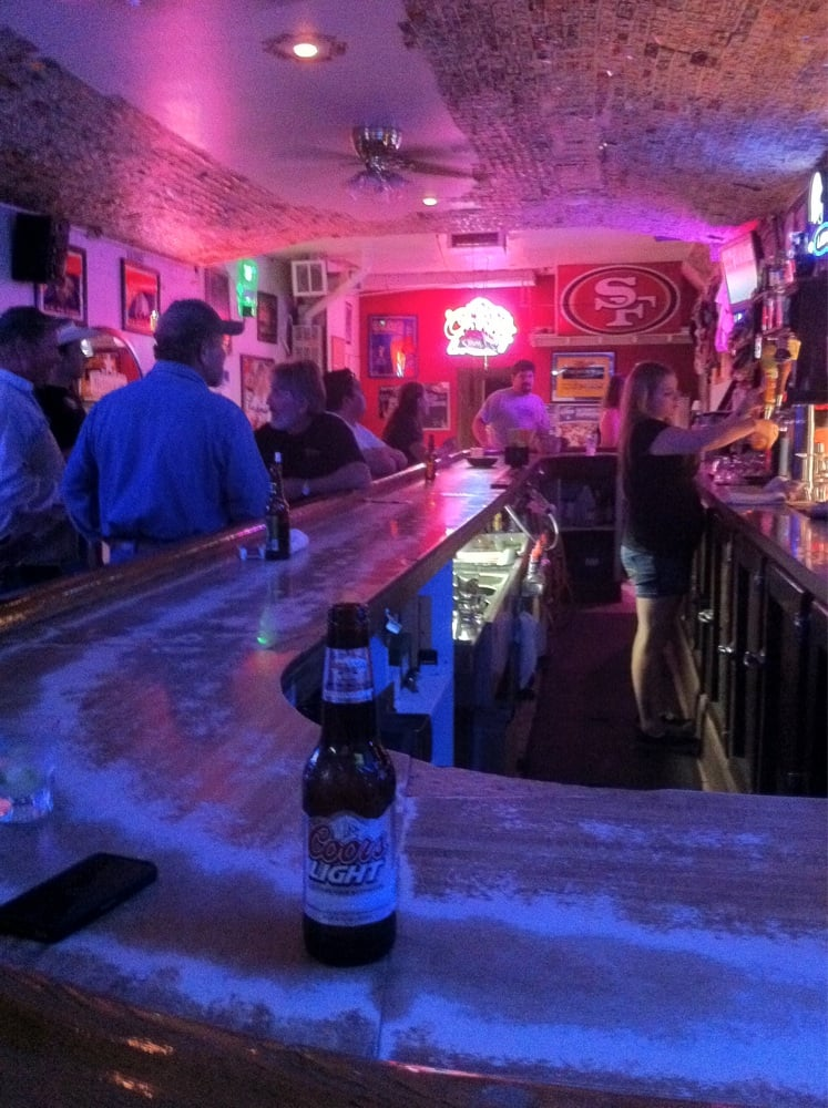 Noble's Saloon: 21178 Calistoga Rd, Middletown, CA