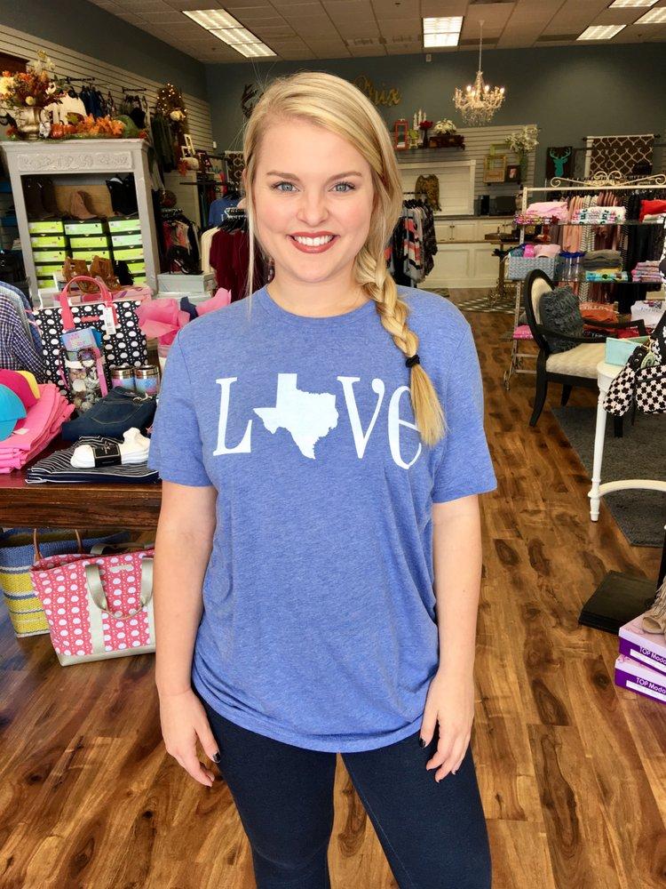 Two Chix Boutique: 88 N Lhs Dr, Lumberton, TX