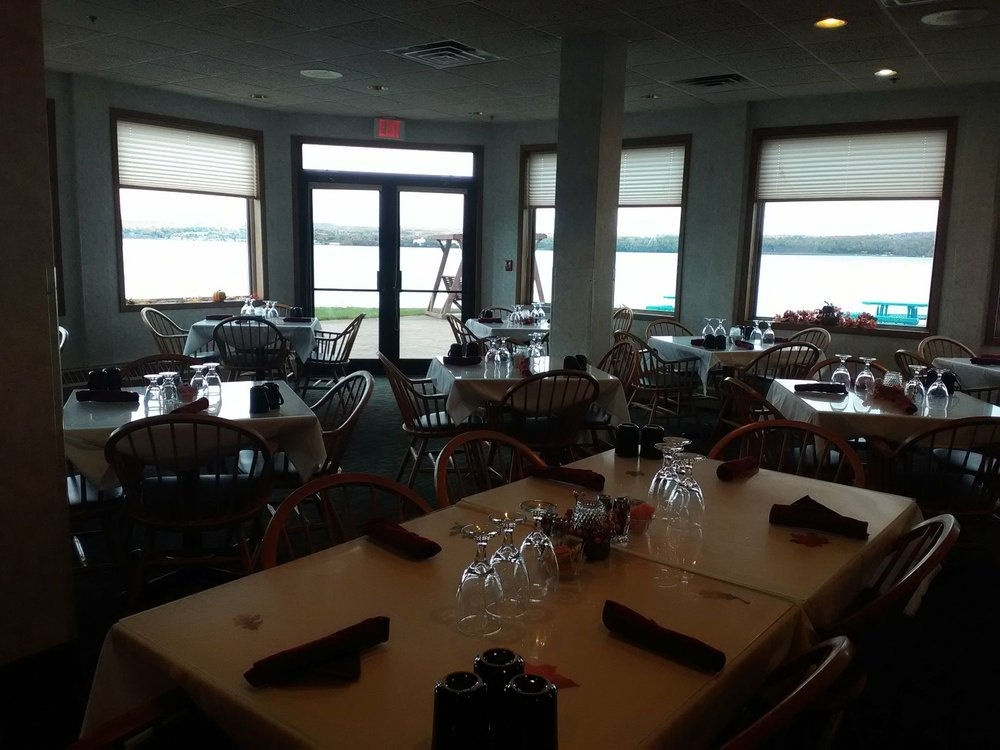 Lakeside Inn Restaurant: 900 S US 41, Baraga, MI