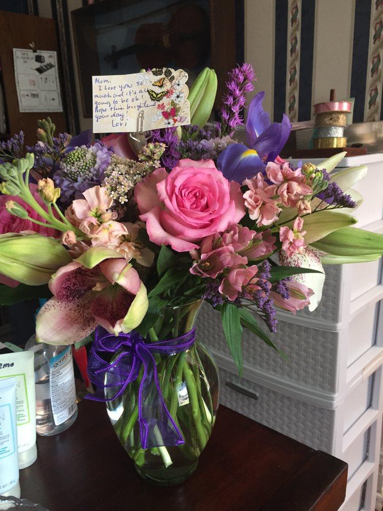 Blossom Shoppe Etc: 215 N Ave D, Clifton, TX