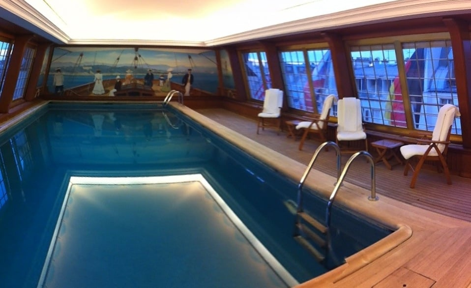 piscine parfaite pour une petite brasse paris nos pieds. Black Bedroom Furniture Sets. Home Design Ideas