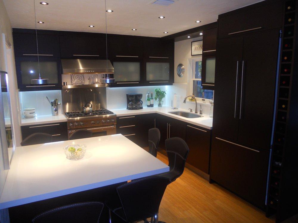 Metro door aventura 48 photos furniture shops 2660 for Refacing kitchen cabinets miami