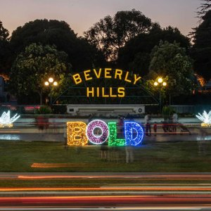 BOLD Holidays: Beverly Hills Holiday Lights