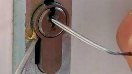 Schlüsseldienst S.