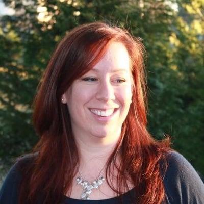 Stefanie R.